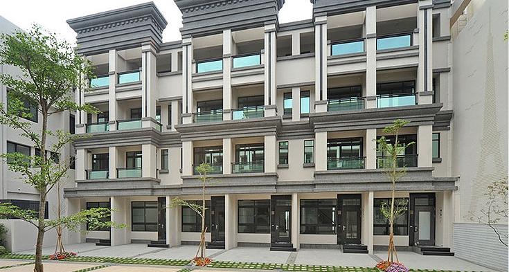 和闐營造以「敬業苛求、專業工程」為企業宗旨,以專業工程技術為建築營建基礎,透過每件承攬實績創新及價值全力以赴,安心是建築的竣工標準,創造讓客戶信賴的建築。